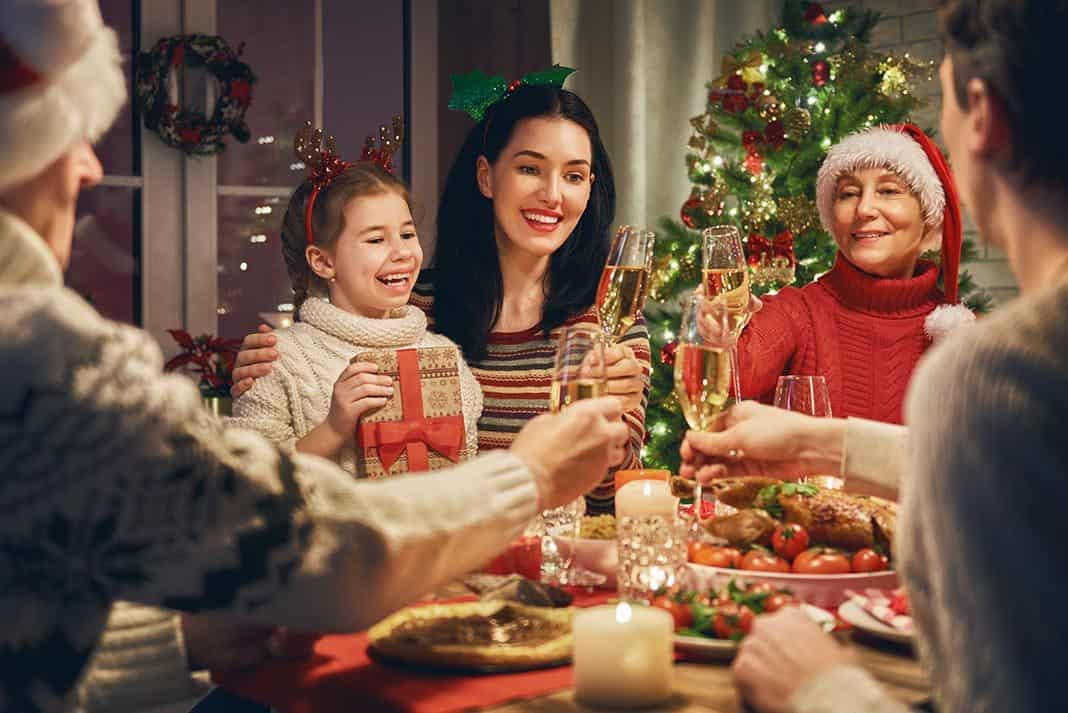 Family Christmas.Top Tips For Organising A Brilliant Family Christmas